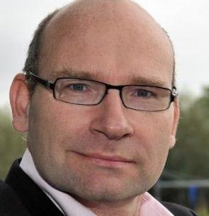 Tonnis van Dam, Benchmarking Director